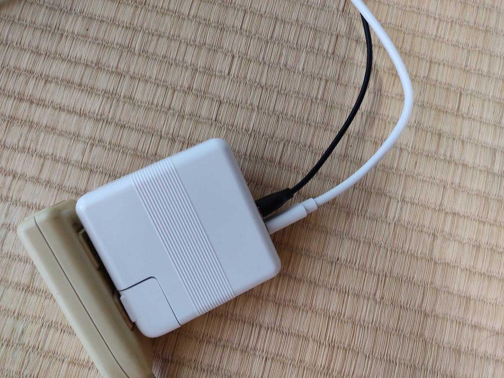 macバッテリーのUSBソケット2つ